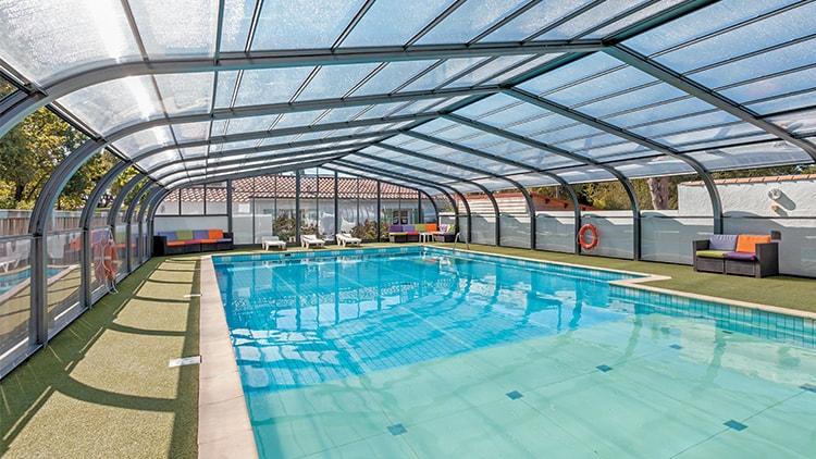 abri de piscine camping les renardi res vend e 85 abri. Black Bedroom Furniture Sets. Home Design Ideas