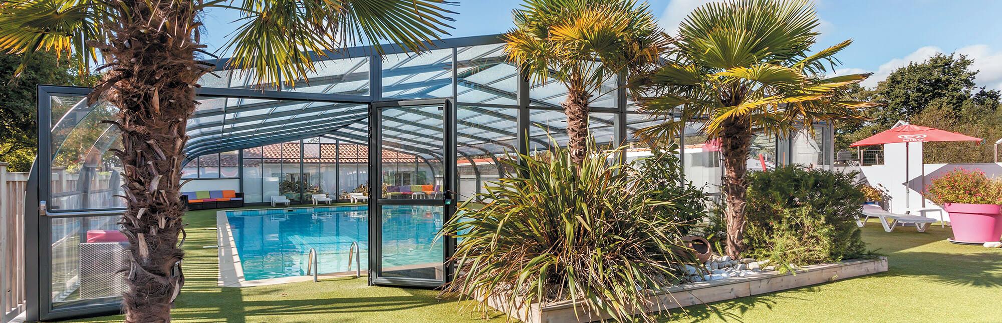 d couvrez l 39 abri de piscine des renardi res. Black Bedroom Furniture Sets. Home Design Ideas